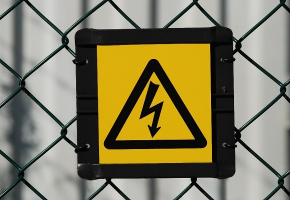 از خطر شوک الکتریکی و تأثیرات آن بر بدن چه میدانید؟